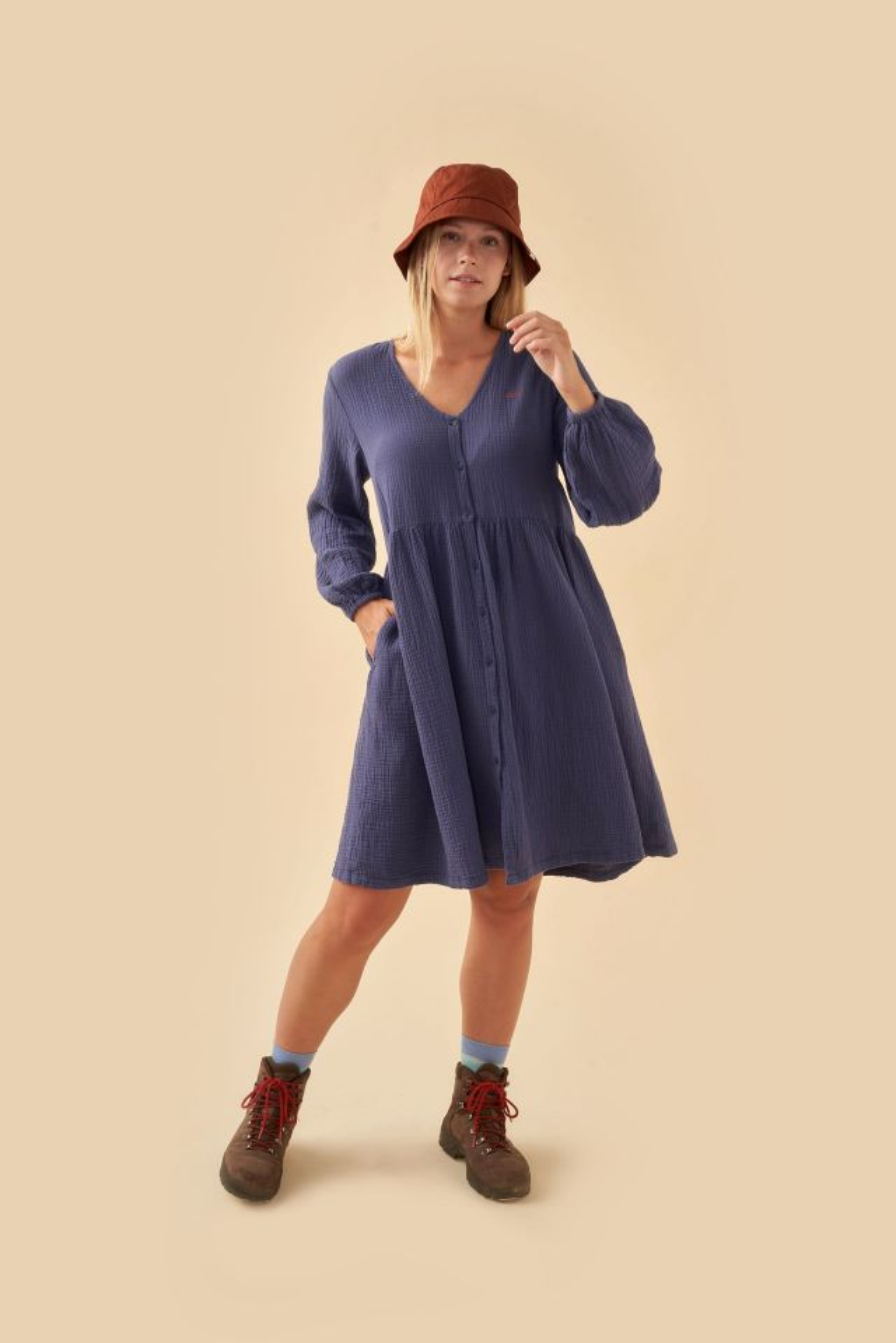 WOMAN DOUBLE GAUZE V-NECK DRESS