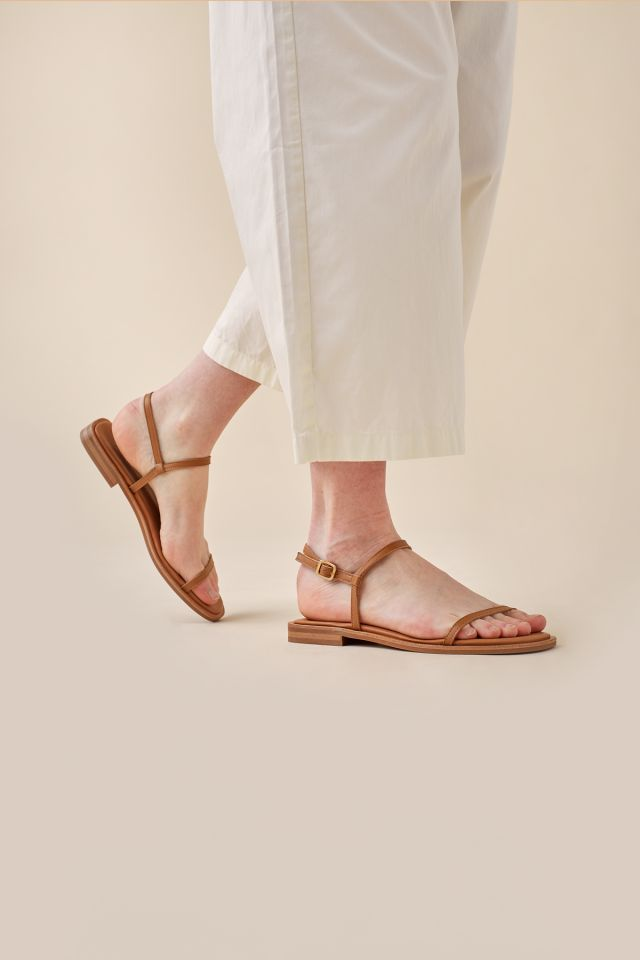 WOMAN STRAPPY FLAT SANDALS